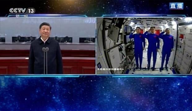 uzay istasyonuna gonderilen astronotu tebrik etti dcdfcdaeeaa