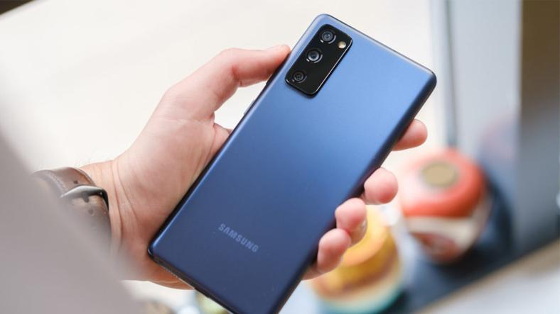 Samsung Galaxy S20 FE için güvenlik yaması çıktı