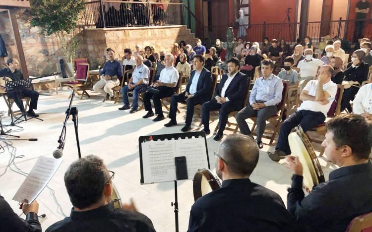 Bursa Osmangazi'de Şadırvanlı Han'da ilahileri konseri